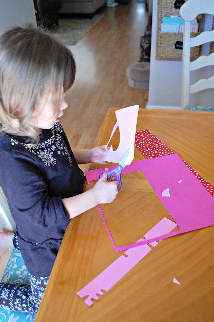 Quick & Easy Valentine's Day Crafts for Toddlers | DIY Valentine's Day Artwork | missfrugalfancypants.com