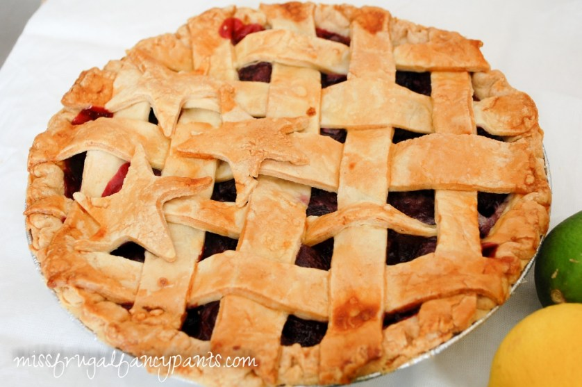 4th of July Party Ideas | Patriotic Cherry Pie | missfrugalfancypants.com