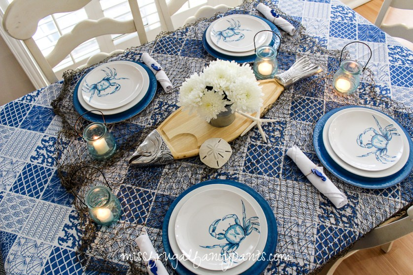 Blue & White Coastal Tablescape for Father's Day or 4th of July | missfrugalfancypants.com