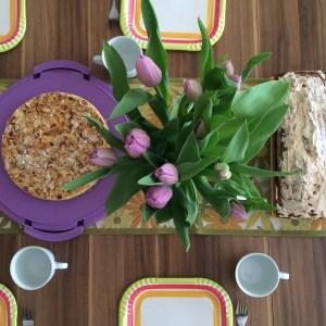 Osterkuchen Mandelntorte Gäste Deko