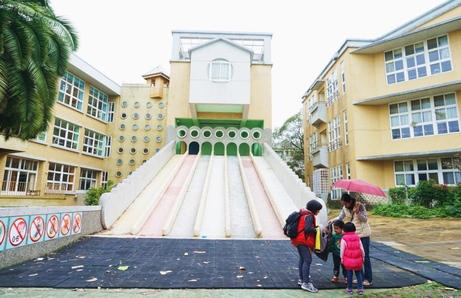 新竹東區景點【陽光國小】彩虹溜滑梯!週休二日遛小孩好去處!親子同遊.免費景點