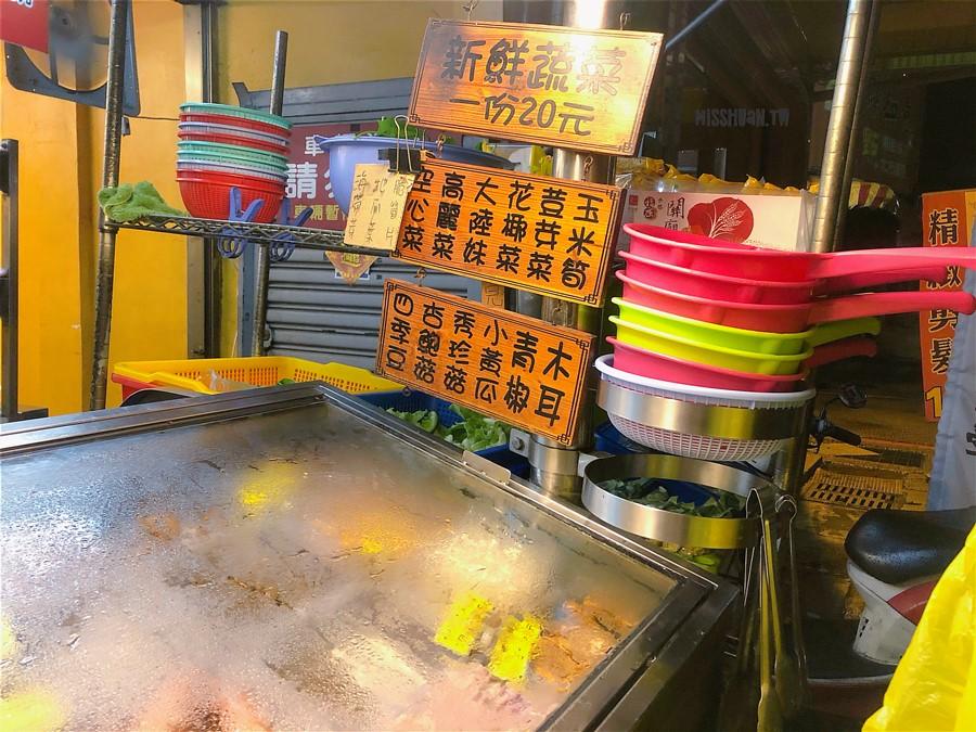 台中太平美食【明哥滷味】營業到凌晨12點!宵夜也能吃到麻辣鴨血喔!服務超親切!