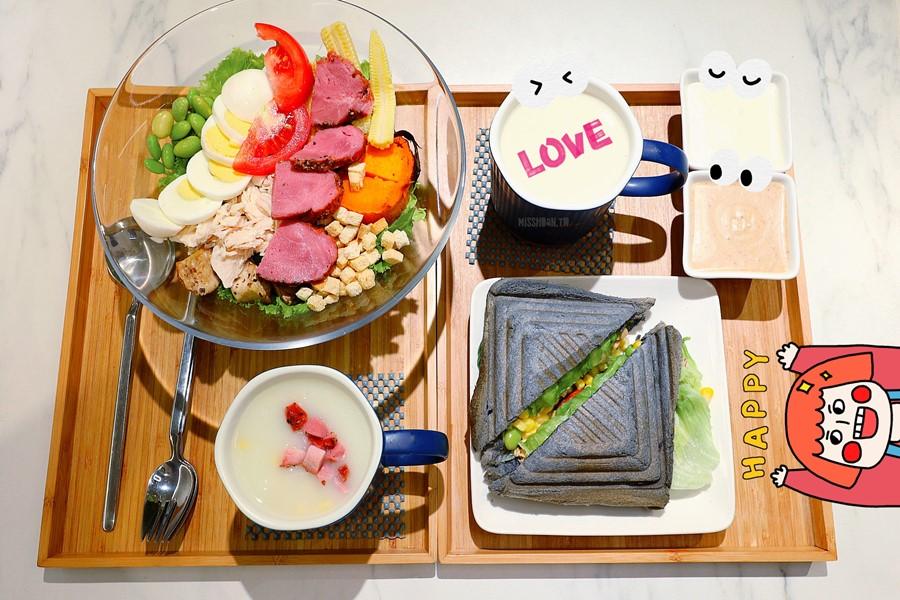 台中西區美食【沙拉嗑】精誠商圈超好吃生菜沙拉餐廳!隨選DIY自由組合!沾醬口味多!還有熱壓三明治喔!