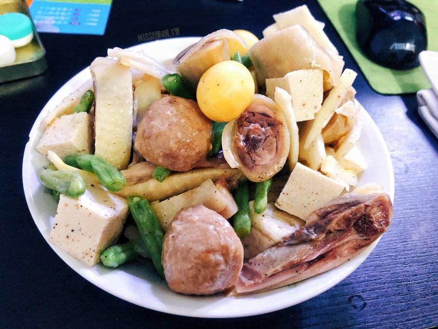 台中中區美食【洪媽媽鹽水雞/油雞】獨家口味好多汁!旱溪夜市也吃的到喔!