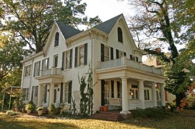Заброшенный дом в США: стиль Колониальное Возрождение (Colonial Revival). Штат Джорджия. Источник https://www.flickr.com/photos/blackdoll/