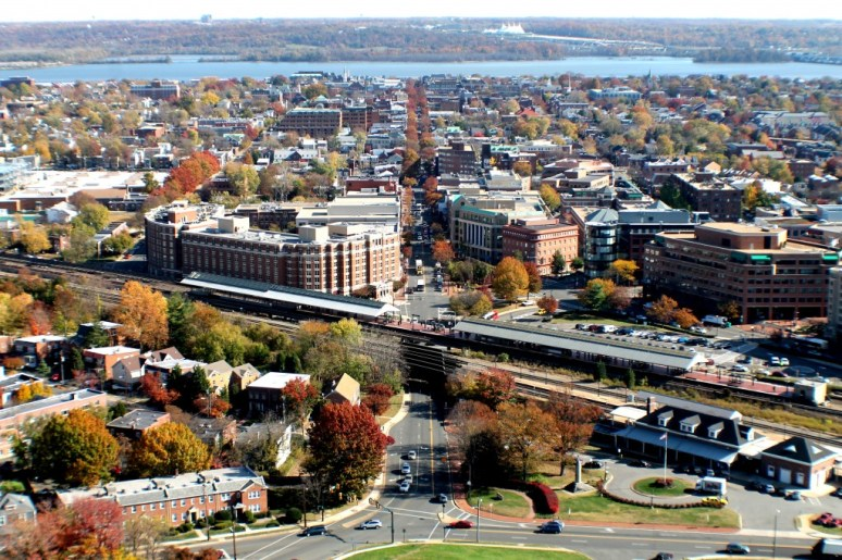 Город Александрия, штат Вирджиния: район Old Town с высоты. Источник http://www.justmytravelling.com