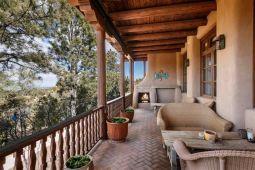 Современный дом в стиле Pueblo Revival, построенный в 1985 году в Санта-Фе. Источник http://santafeproperties.com/