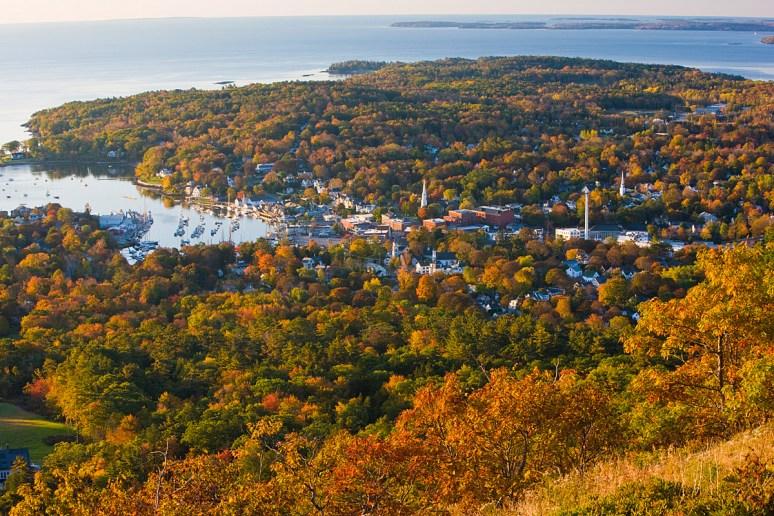 Кэмдэн, штат Мэн, США. Вид с горы Бэтти. Источник www.yankeemagazine.com
