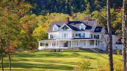 Дом в стиле Colonial в городе Кэмден. Источник http://www.youtube.com/watch?v=vYCIxC5CQPs