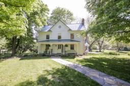 Американский фермерский дом в стиле Farmhouse. Построен в 1872 году. Источник http://www.oldhouses.com