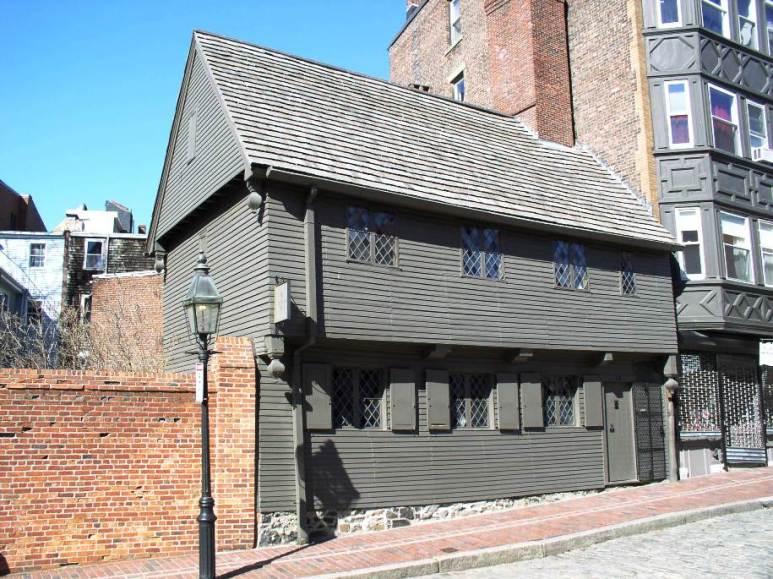 Пост-средневековый стиль архитектуры. Этот дом построен в Бостоне в 1680 году. Источник http://architecturestyles.org/