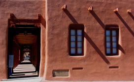 Дом в стиле Pueblo Revival в Аризоне. Источник http://blog.builddirect.com/american-style-santa-fe-the-pueblo-revival/