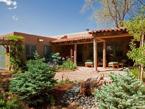 Дом в стиле Pueblo Revival в Санта-Фе. Источник http://www.sothebyshomes.com/Santa-Fe-Real-Estate/