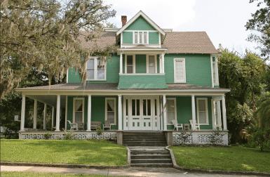 Дом в стиле Frame Vernacular, с элементами Stick и Colonial. Построен во Флориде. Источник https://www.flickr.com/photos/blackdoll