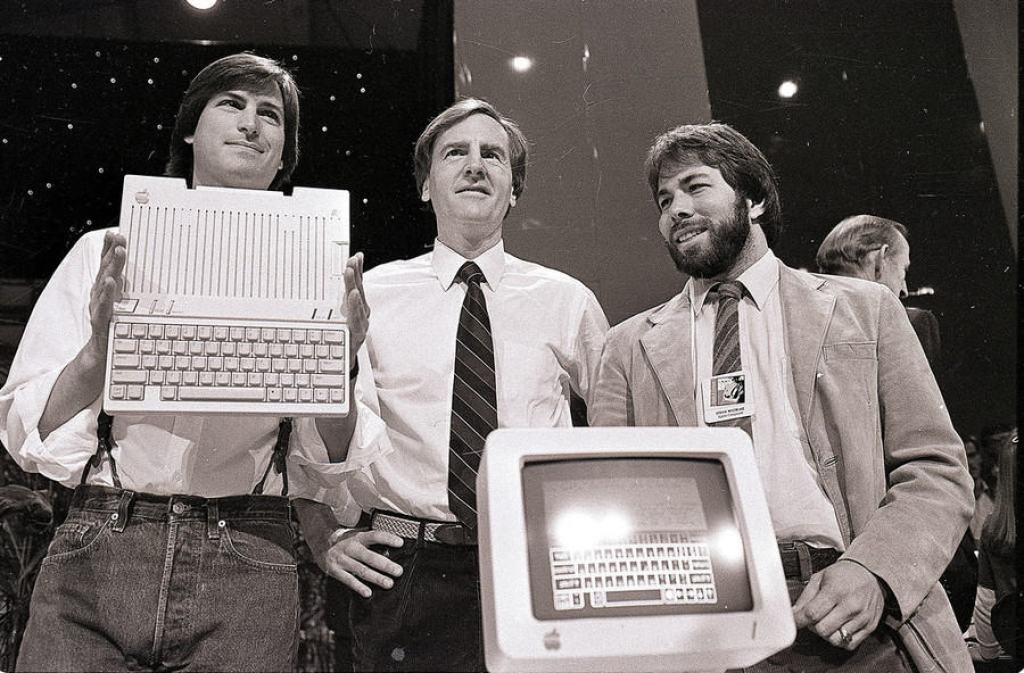 24 April 1984 - Steve Jobs et Steve Wozniak avec John Sculley le PDG d'Apple
