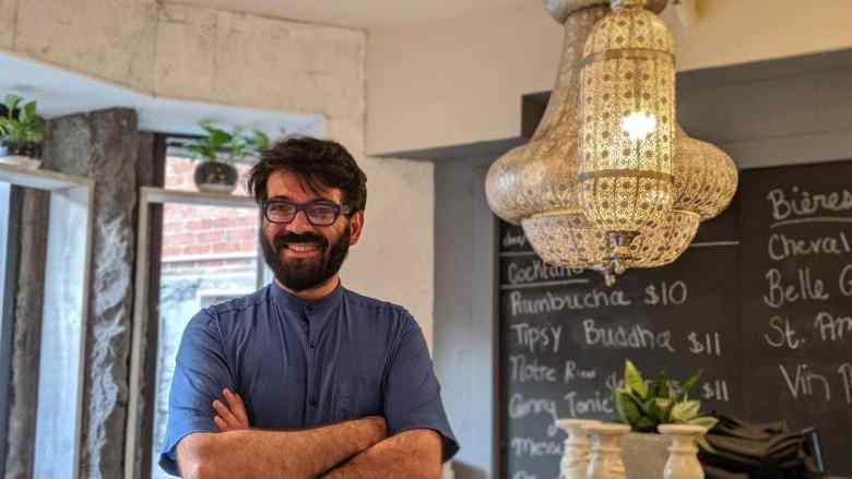 Un chef fier de son restaurant Vegan Le Buddha