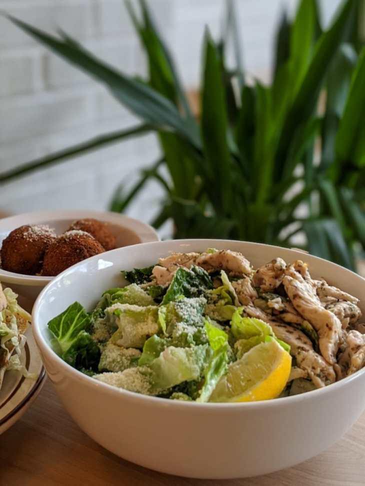 Salade César avec extra poulet