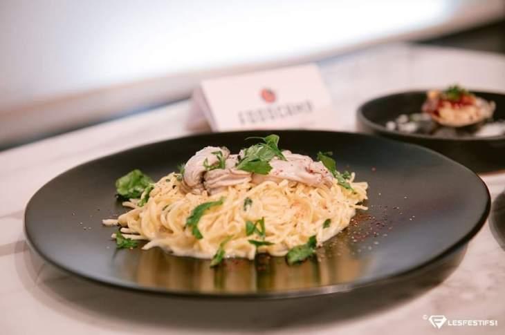 Pâte Vongole avec des huîtres