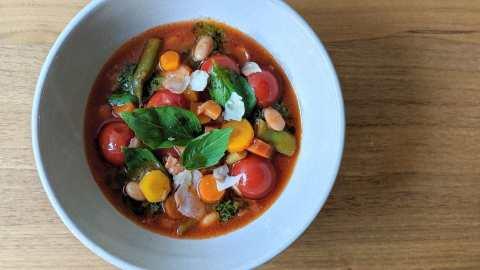 minestrone avec pesto de fanes de carottes
