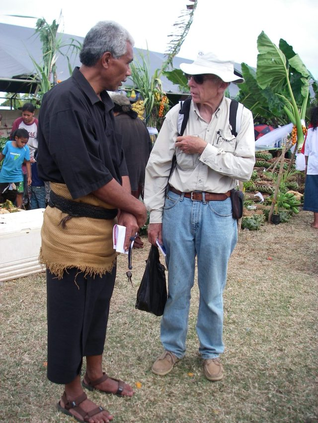 89. Jeff speaks to Soakai at the Agricultural Show