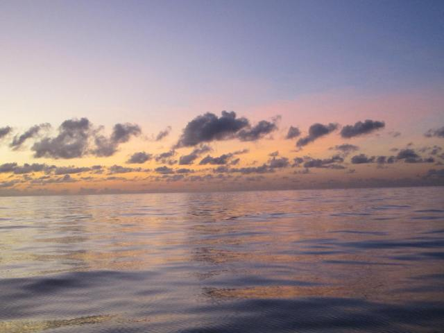 55-this-gorgeous-sunrise-approaching-the-great-barrier-reef-showed-how-the-ocean-can-sometimes-be-as-calm-as-a-pond