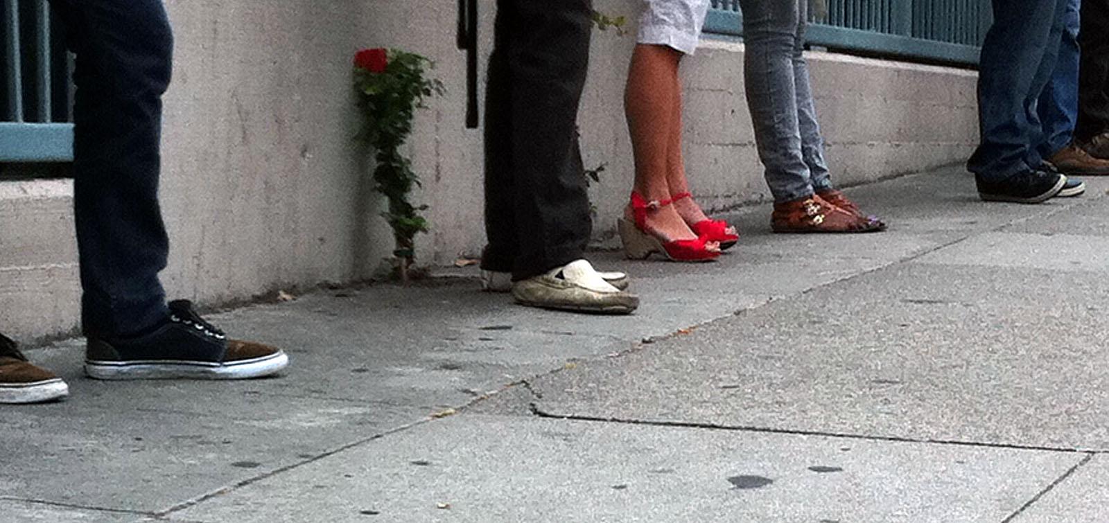 Thursday morning, Googlistas waiting for the bus.