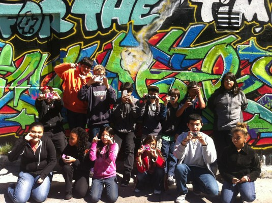 The class from Buena Vista Horace Mann posing for a group picture in one of our reporting outings around the Mission.