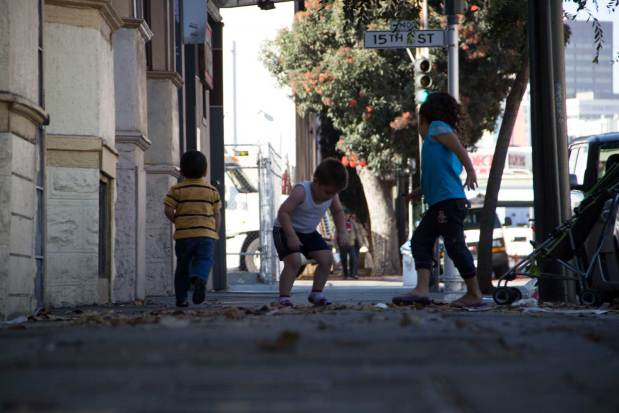 Autumn is fun. Kids crunching leaves on Folsom St. Photo by Mateo Hoke