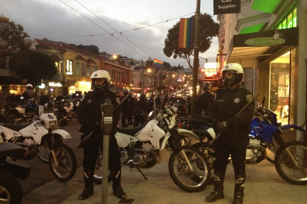 Police in front of 535-537 Castro Street. Photo by Rigoberto Hernandez.