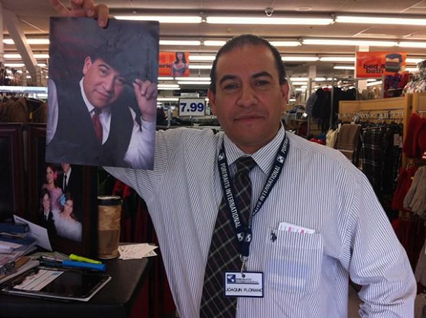 Joaquín Floriano, the salesman of smooth photos at Factory2U. Photo by Andrea Valencia