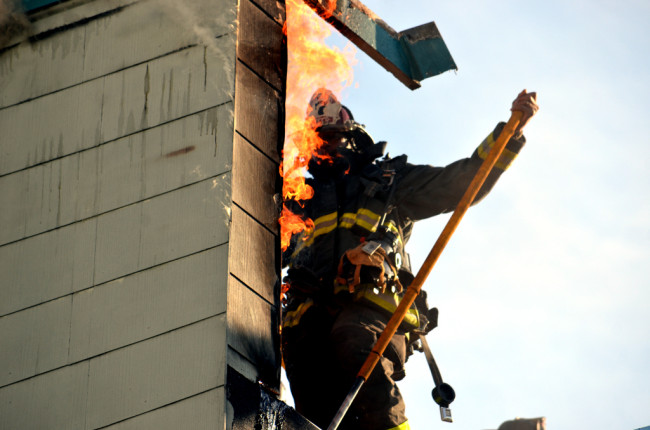 Fire Erupts on San Carlos and 21st Street