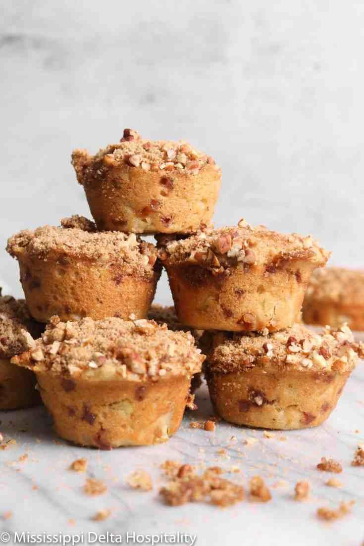 Apple Cinnamon Muffins with Cinnamon Struesel