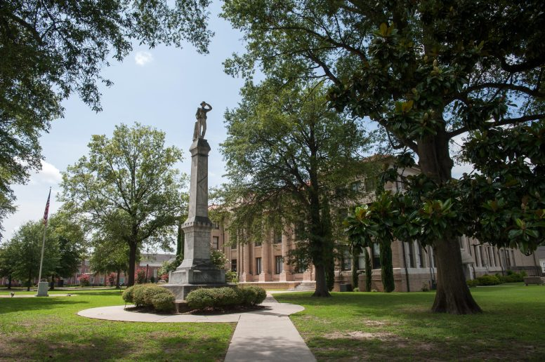 A Confederate statue remains outside the Bolivar County Courthouse in Cleveland, Mississippi on July 3, 2020. Photo by Rory Doyle.