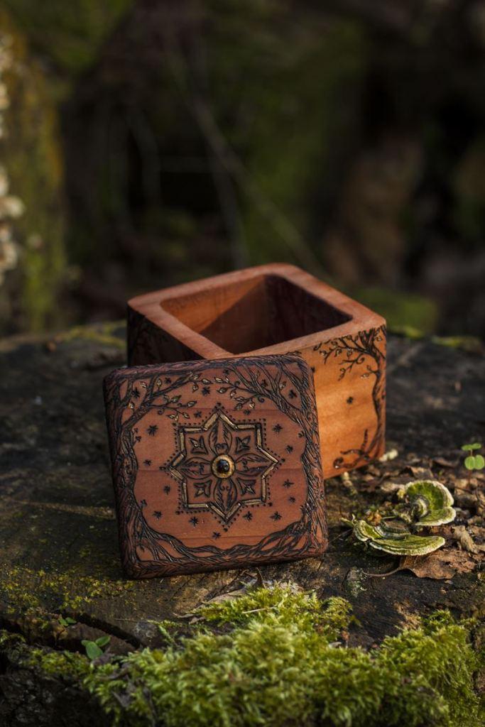 Coffret à bijoux massif en sequoia, artisanat français et écologique, fait main en normandie, atelier de la lettre aux ours, missive to bears