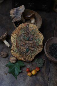 Moksha, serpent, décoration, bois, artisanat français, gravure, normandie, atelier de la lettre aux ours, missive to bears, totem, écologique