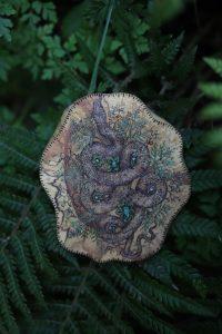 Serpent, vert, ouroboros, moksha, bois, création, artisanat français, atelier de la lettre aux ours, missive to bears, écologique, décoration, normandie