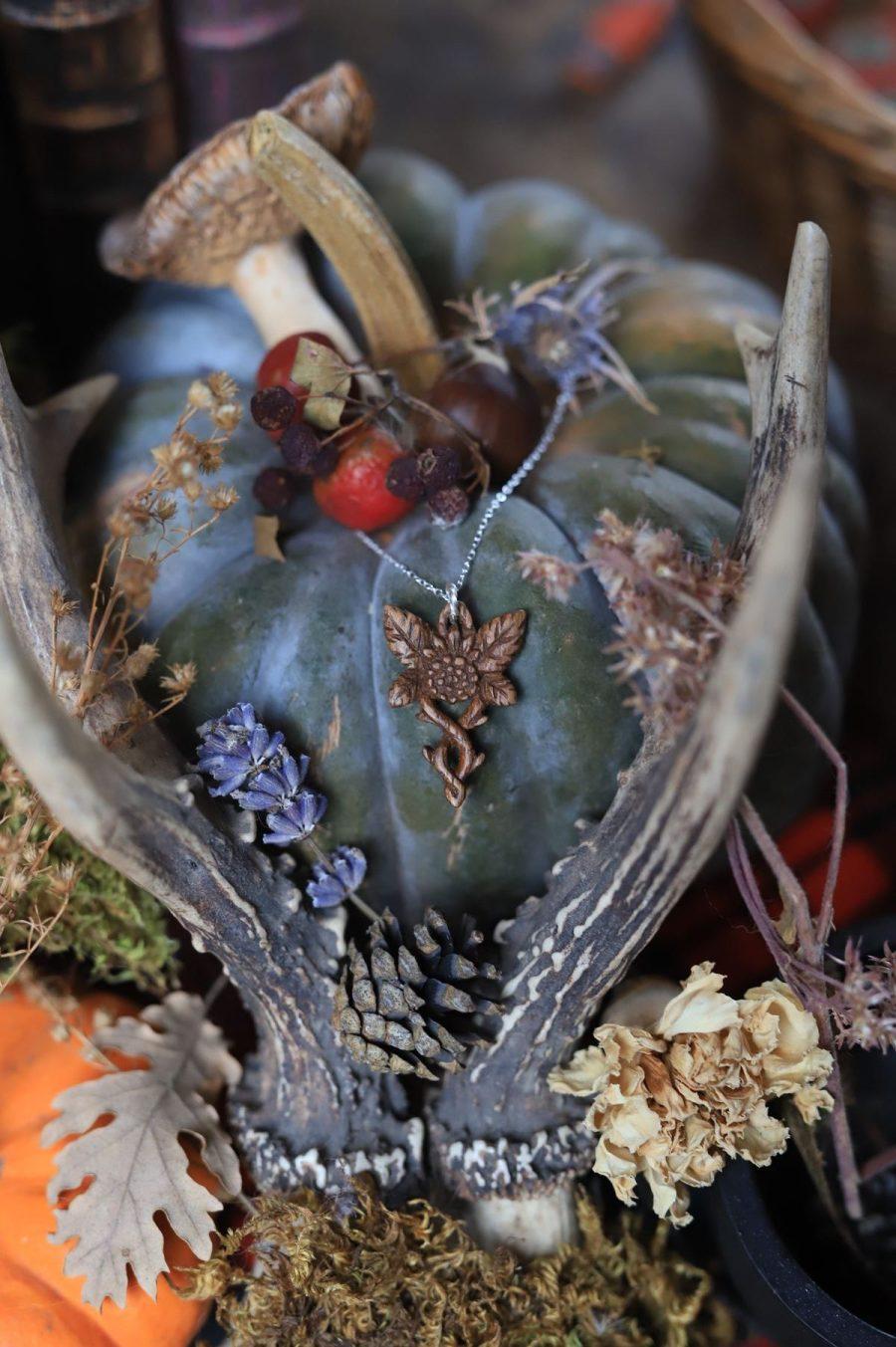 Collier noyer ronce mûre piquant sculpture bois artisanat entrelacs bijoux écologique français atelier de la lettre aux ours missive to bears normandie