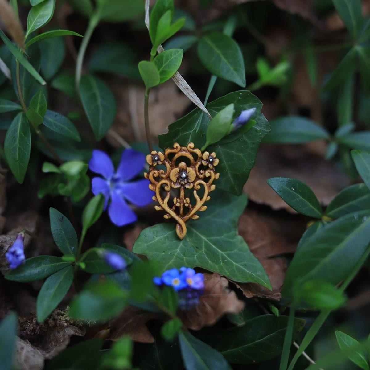 orchidée, bijoux, pendentif, sculpture, bois, buis, atelier de la lettre aux ours, missive to bears (1)