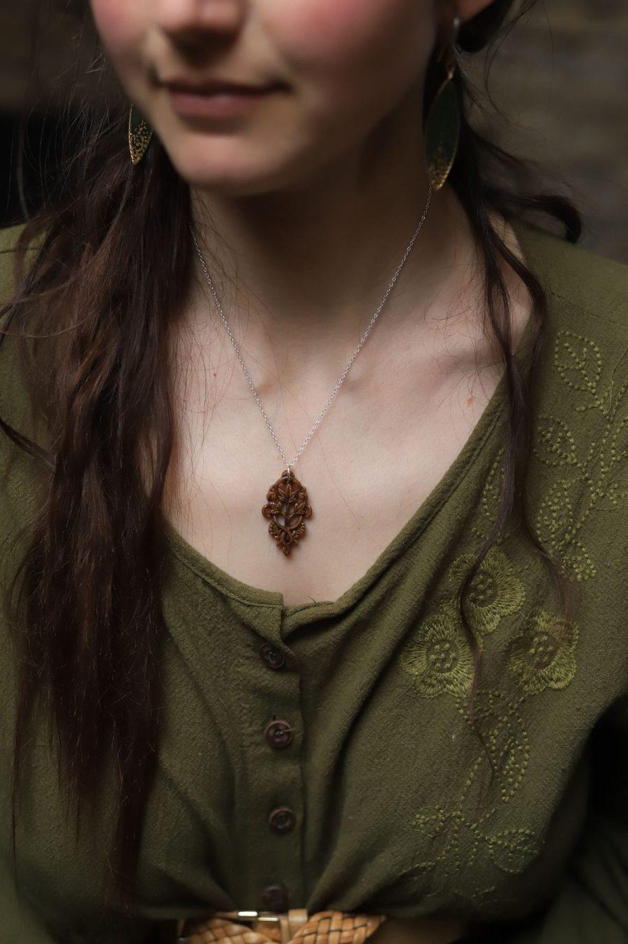 Lierre, bijoux, collier, sculpture, elfique, bois, artisanat, français, atelier de la lettre aux ours