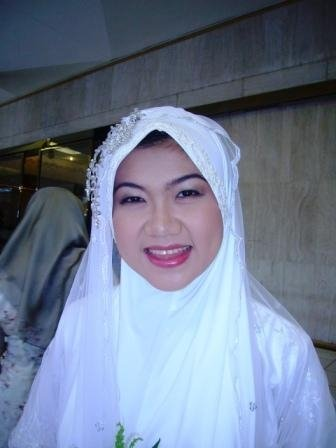 Pretty bride ! Congrats again dear ! May Allah Bless you !