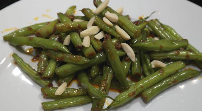 Grüne Bohnen in pikanter Kokosnuss-Sauce