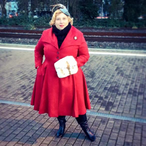 Miss Kittenheel vintage plussize style Hell Bunny Coleen princess Coat Red