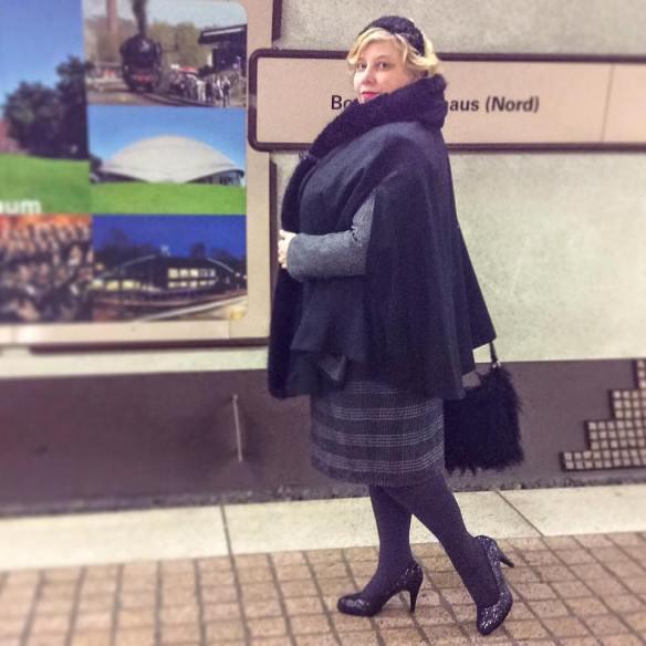 Miss Kittenheel vintage plussize style cape