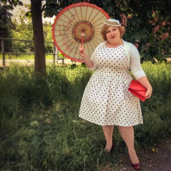 misskittenheel vintage curvy plussize white dots 03