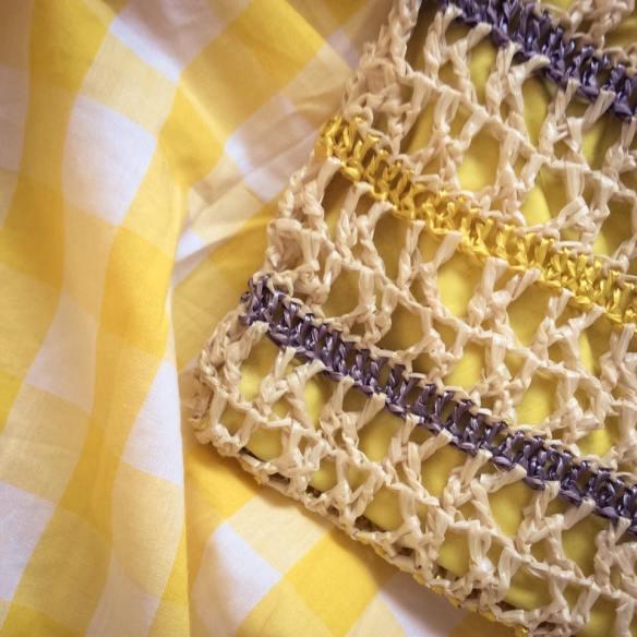 misskittenheel lindybop colette yellow gingham raffia vintage bag 01