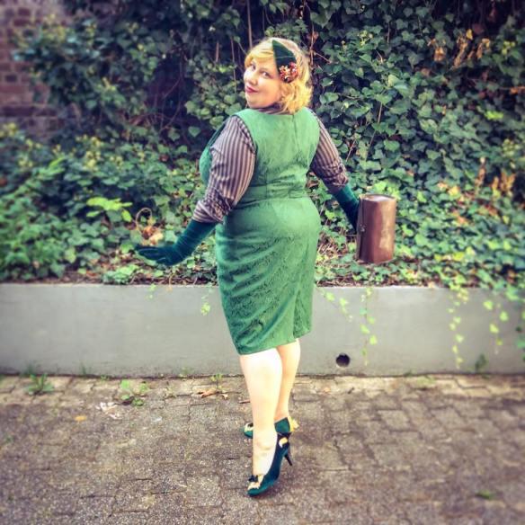 misskittenheel-vintage-plussize-lindybop-jekyll-green-jaquard-tuk-fox-heels-05