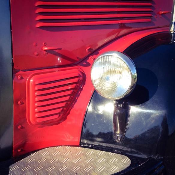 misskittenheel-vintage-plussize-nostalgiebus-oldtimer-bus-fairisle-collectif-sweater-tartan-01