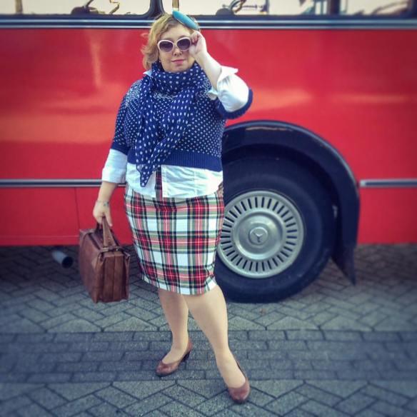 misskittenheel-vintage-plussize-nostalgiebus-oldtimer-mercedes-bus-fairisle-collectif-sweater-tartan-10