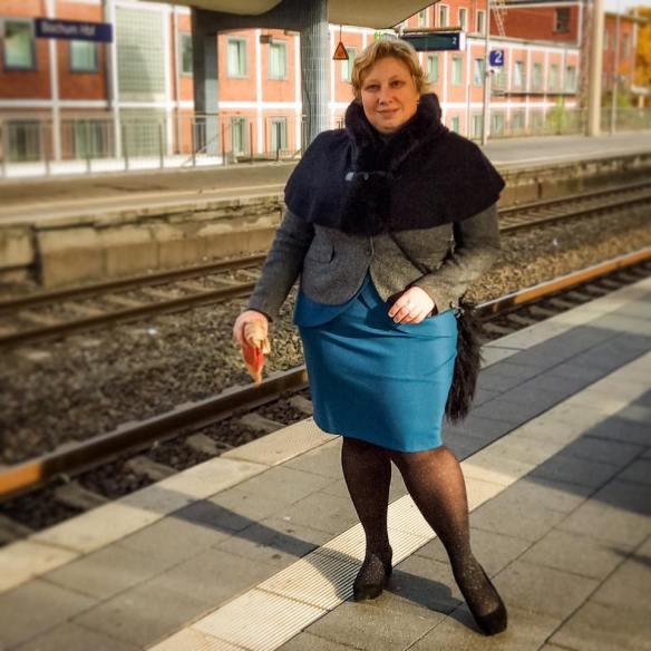 misskittenheel-vintage-plussize-navabi-peplum-teal-dress-plussizefashiondays-hamburg-06