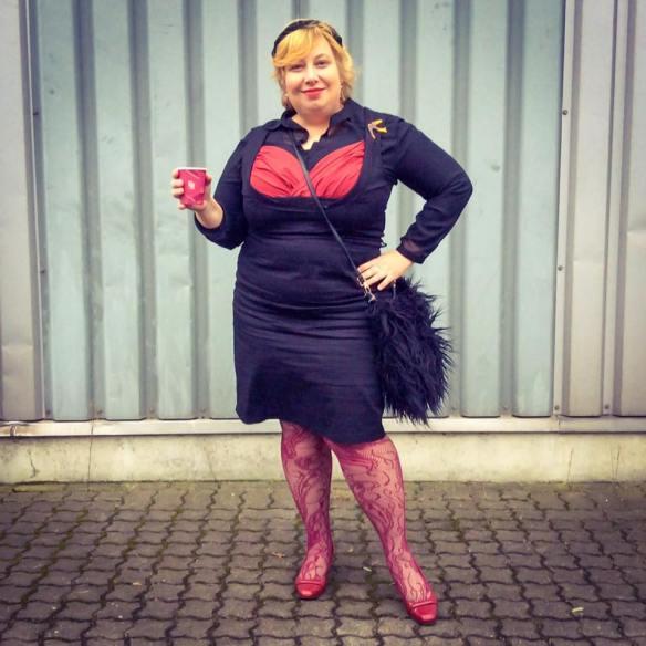 misskittenheel-vintage-plussize-pinup-lindybop-vanessa-wiggledress-lace-tights-07